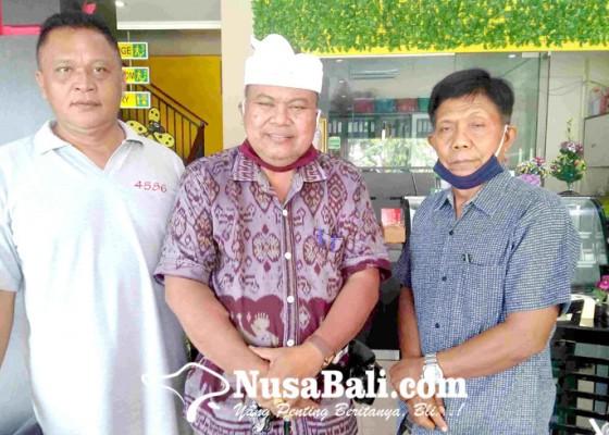 Nusabali.com - bendesa-adat-kubutambahan-bantah-tudingan-tilep-uang-desa