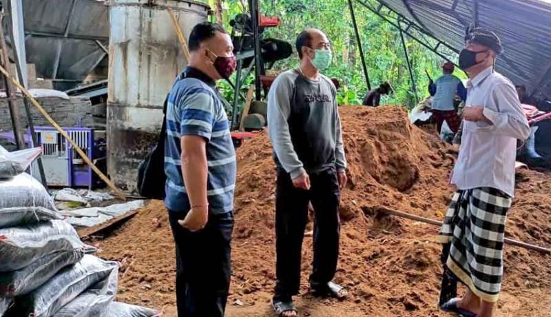 www.nusabali.com-diterjang-puting-beliung-atap-bangunan-rusak