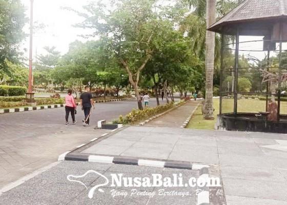 Nusabali.com - masyarakat-mulai-berolahraga-di-puspem