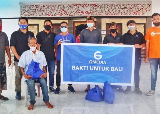 Nusabali.com - bakti-untuk-bali-gmedia-bagikan-paket-sembako-di-desa-busungbiu-singaraja