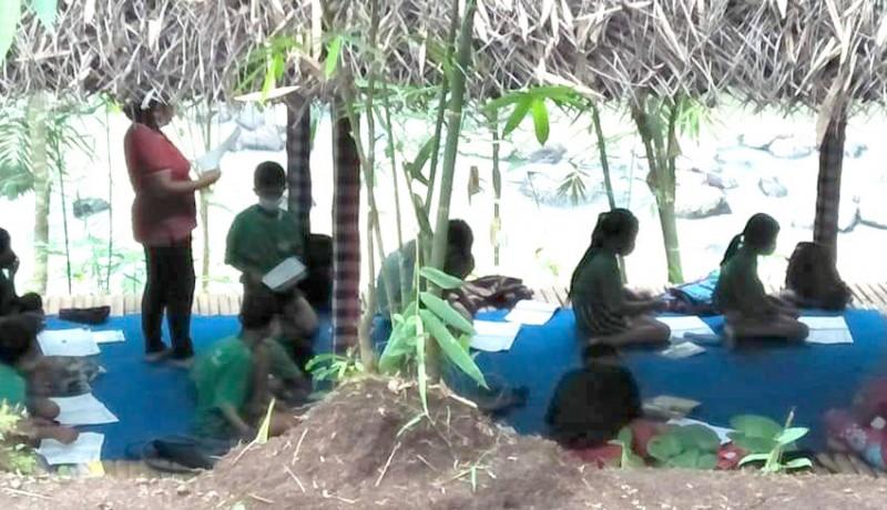 www.nusabali.com-guru-di-desa-mambang-buat-taman-baca-kreatifitas