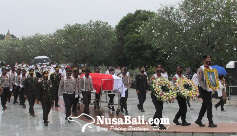 www.nusabali.com-pemakaman-dihadiri-try-sutrisno-hingga-agum-gumelar