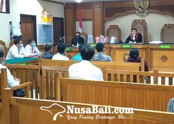 Nusabali.com - hakim-bayari-denda-penjual-arak