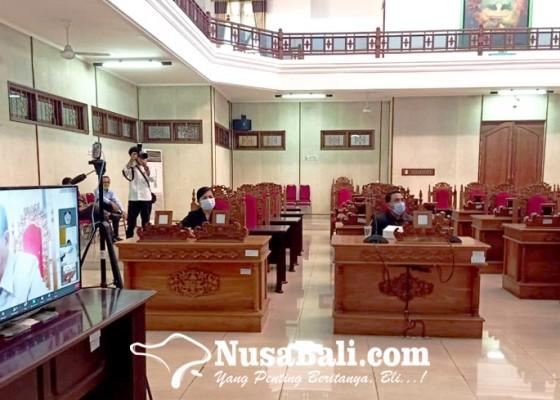 Nusabali.com - gaji-guru-honor-cuma-rp-300-ribu-jadi-pertanyaan