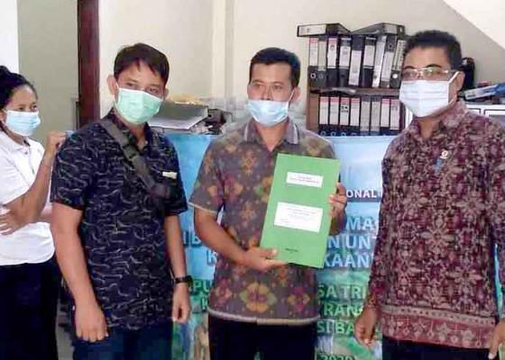Nusabali.com - desa-tri-eka-buana-dapat-bantuan-500-buku