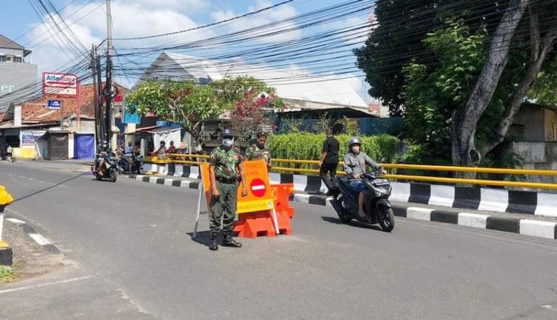 www.nusabali.com-kendaraan-roda-4-kerap-melanggar-jalan-nakula-legian-dipasangi-barrier