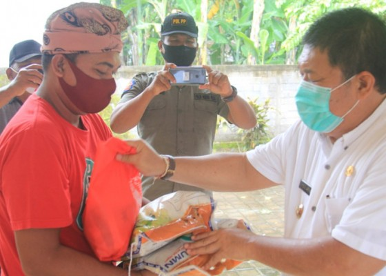 Nusabali.com - 16569-paket-sembako-did-turun-di-kecamatan-mendoyo-dan-jembrana