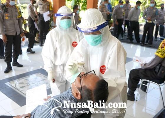 Nusabali.com - anggota-polres-bangli-diswab