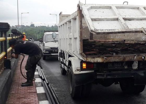 Nusabali.com - pembatas-jembatan-tukad-bangkung-dipoles-ulang