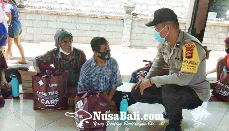 www.nusabali.com-kapolsek-kubu-bagikan-sembako-di-banjar-muntig