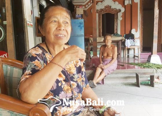 Nusabali.com - jadi-selebriti-tetap-jualan-jaja-bali