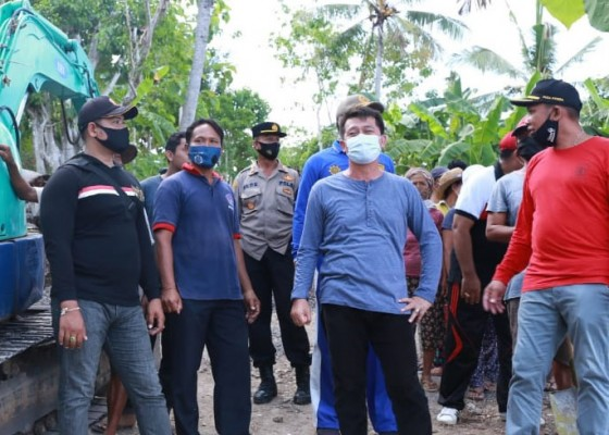 Nusabali.com - bupati-suwirta-buka-padat-karya-di-desa-sakti-nusa-penida