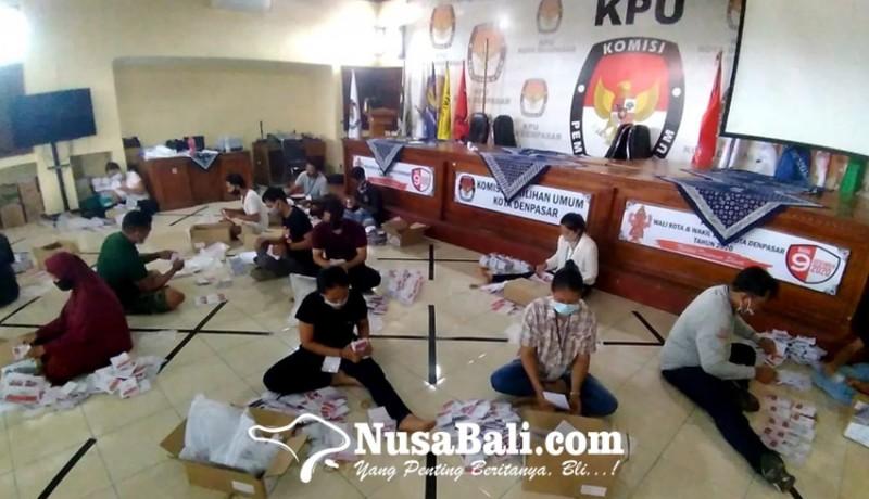 www.nusabali.com-pelipatan-surat-suara-pilkada-denpasar-patuhi-prokes