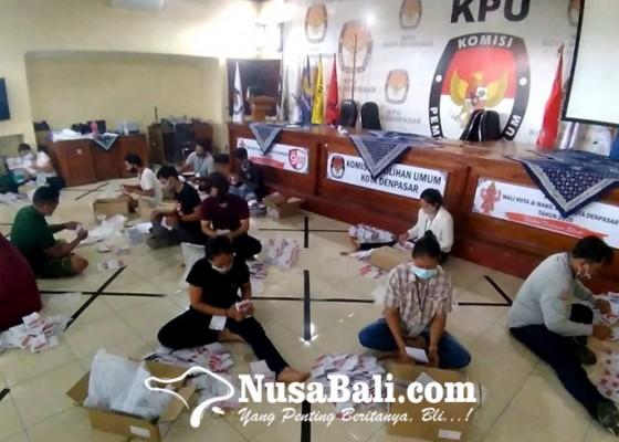 Nusabali.com - pelipatan-surat-suara-pilkada-denpasar-patuhi-prokes