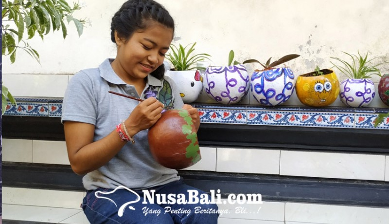 www.nusabali.com-sulap-buah-maja-menjadi-pot-tanaman-bernilai-ekonomis