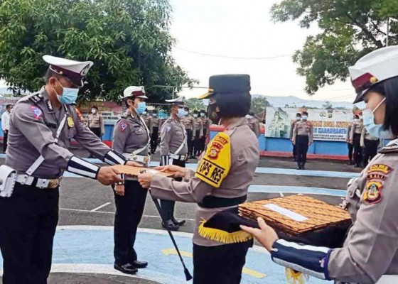 Nusabali.com - 8-personel-polres-karangasem-dapat-reward