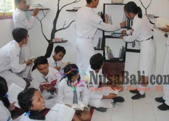 Nusabali.com - murid-wajib-baca-tiap-hari-15-menit-sebelum-pelajaran-mulai