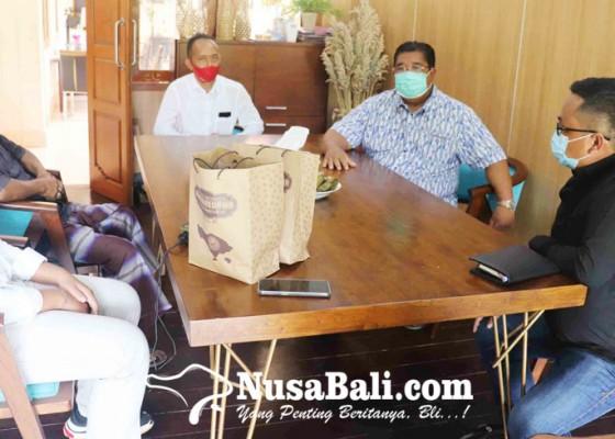 Nusabali.com - komunitas-aren-desa-pedawa-temui-bupati-agus-suradnyana
