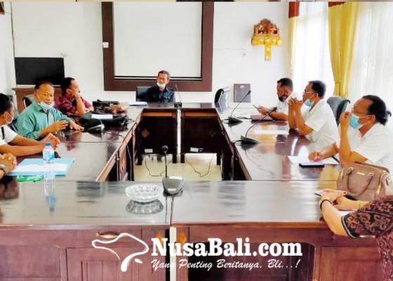 Nusabali.com - warga-kayu-buntil-masadu-ke-dprd