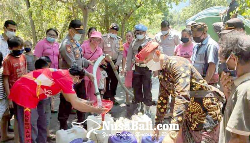 www.nusabali.com-polsek-kubu-bagikan-10000-liter-air