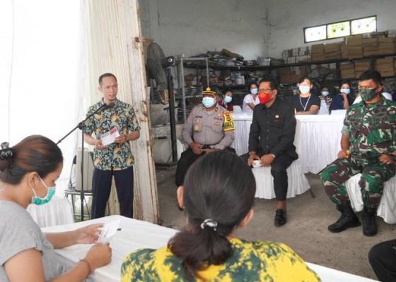 Nusabali.com - kpu-badung-libatkan-72-relawan-lipat-suara-suara