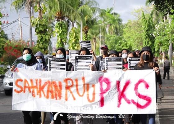 Nusabali.com - seruni-bali-kampanyekan-hari-anti-kekerasan-terhadap-perempuan