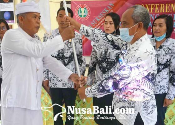 Nusabali.com - kasek-sdn-3-seraya-timur-pimpin-pgri-karangasem