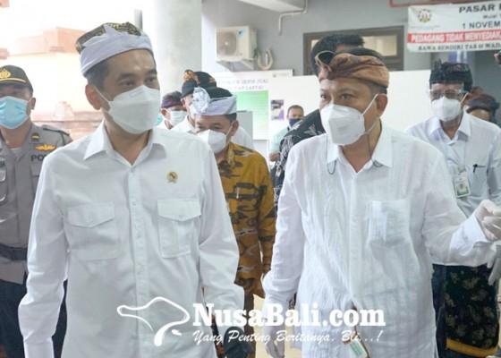 Nusabali.com - walikota-rai-mantra-sambut-mendag-agus-suparmanto-di-pasar-badung