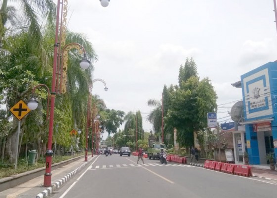 Nusabali.com - kota-gianyar-dihiasi-lampu-rp-8-miliar