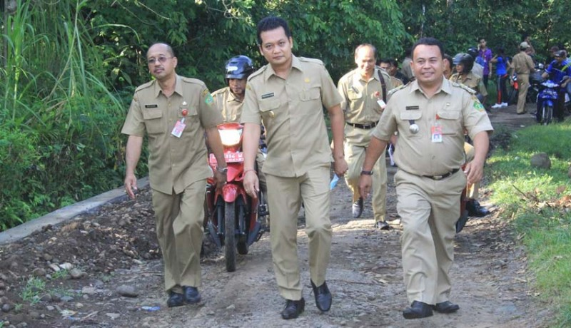 www.nusabali.com-wabup-kembang-seluruh-jalan-kabupaten-terselesaikan-tahun-2018