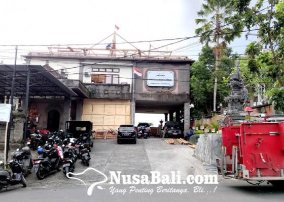 Nusabali.com - perbaikan-atap-kantor-satpol-pp-ngantor-di-parkiran