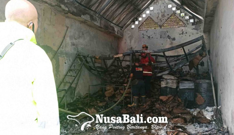 www.nusabali.com-hari-pertama-dibuka-pabrik-lilin-terbakar