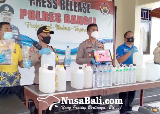 Nusabali.com - operasi-cipkon-agung-polres-bangli-amankan-ratusan-liter-arak