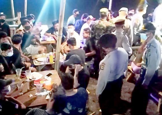 Nusabali.com - langgar-prokes-kerumunan-10-kafe-didenda-rp-10-juta