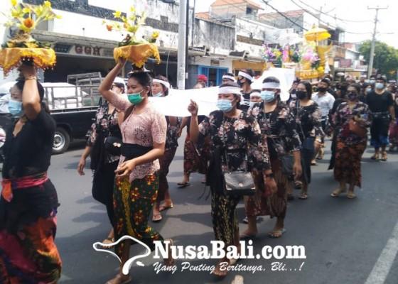 Nusabali.com - jenazah-selebgram-bunuh-diri-di-jimbaran-jalani-prosesi-upacara-mekingsan-ring-geni