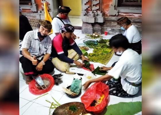 Nusabali.com - warga-yang-menikah-wajib-tanam-pohon-di-lingkungan-banjar