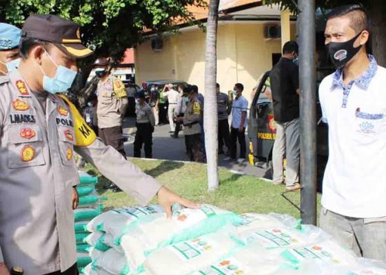 Nusabali.com - polres-buleleng-salurkan-bantuan-5-ton-beras