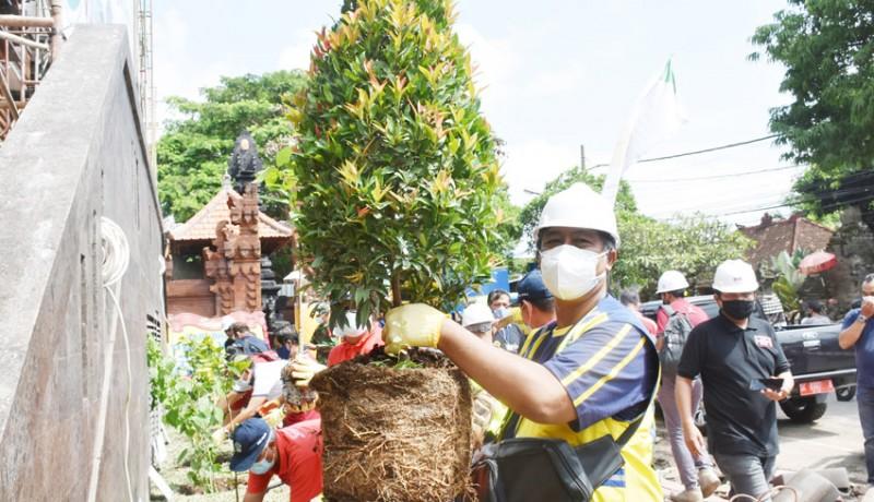 www.nusabali.com-bppw-bali-tanam-pohon-di-areal-pasar-sukawati