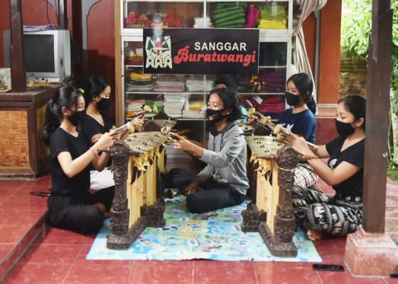Nusabali.com - sanggar-burat-wangi-rindu-aktif-saat-pandemi