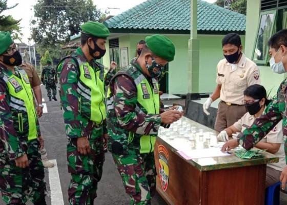 Nusabali.com - anggota-kodim-1610klungkung-jalani-tes-urine