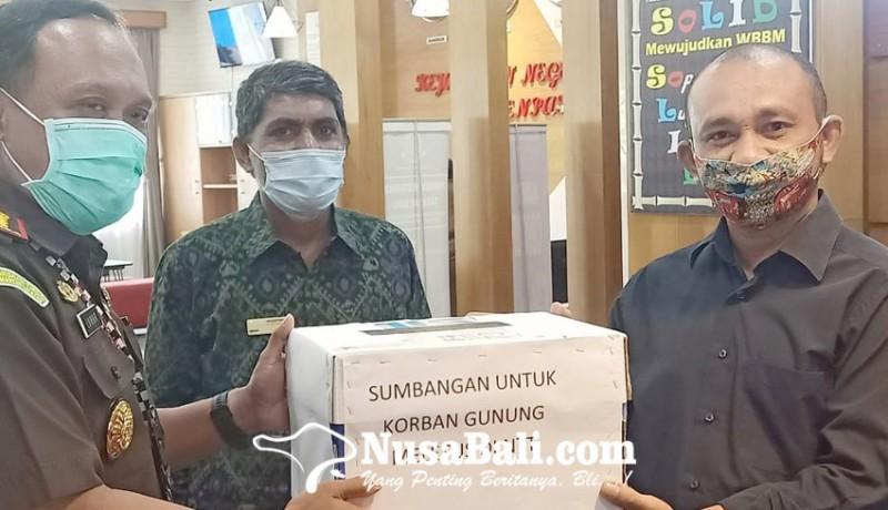 www.nusabali.com-pena-ntt-gelar-aksi-peduli-lembata-di-kejari-denpasar