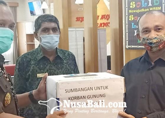 Nusabali.com - pena-ntt-gelar-aksi-peduli-lembata-di-kejari-denpasar