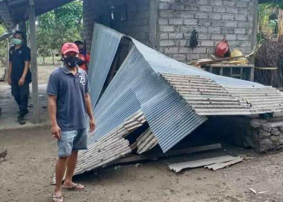 Nusabali.com - tiga-bangunan-rusak-diterjang-puting-beliung