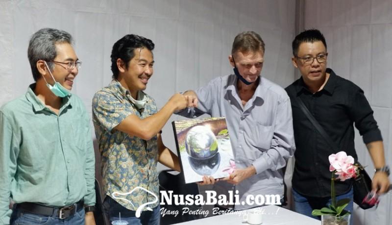 www.nusabali.com-wolfgang-widmoser-gelar-pameran-tunggal-bertajuk-mirror-symphony