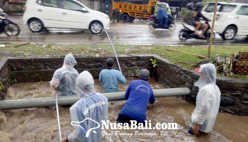 www.nusabali.com-pupr-kewalahan-tangani-drainase-tersumbat-sampah
