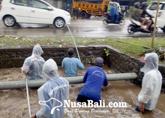Nusabali.com - pupr-kewalahan-tangani-drainase-tersumbat-sampah