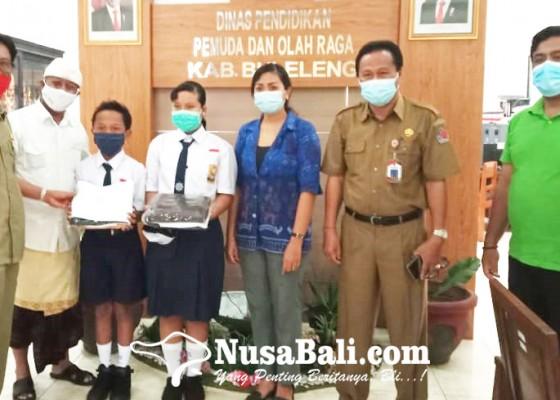 Nusabali.com - 3557-siswa-smp-kurang-mampu-dibantu-kain-seragam
