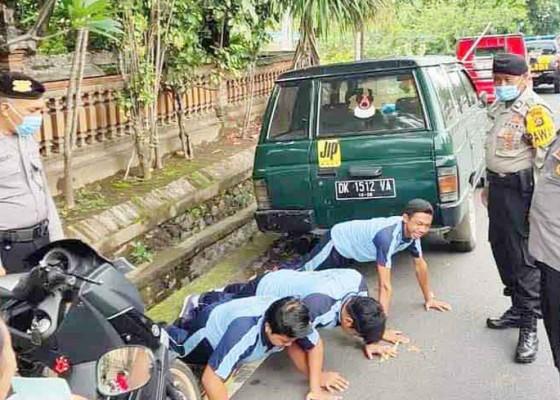 Nusabali.com - siswa-smp-tanpa-helm-dihukum-push-up