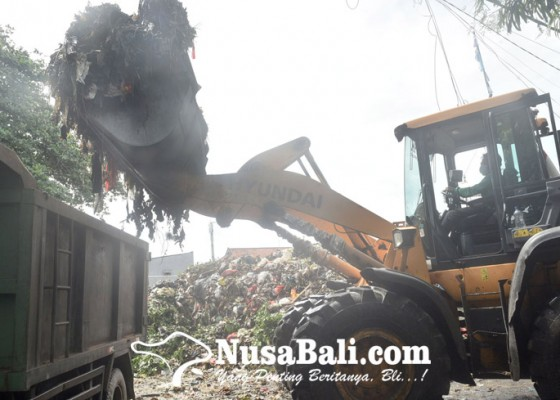 Nusabali.com - sampah-menggunung-di-tpss-warga-mengeluh