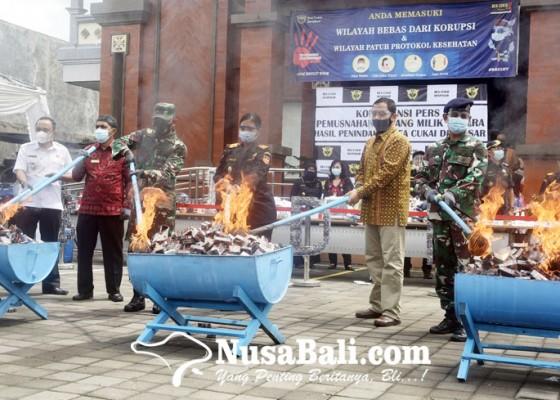 Nusabali.com - bea-cukai-denpasar-musnahkan-barang-sitaan-senilai-rp-19m